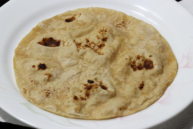 roti on a plate