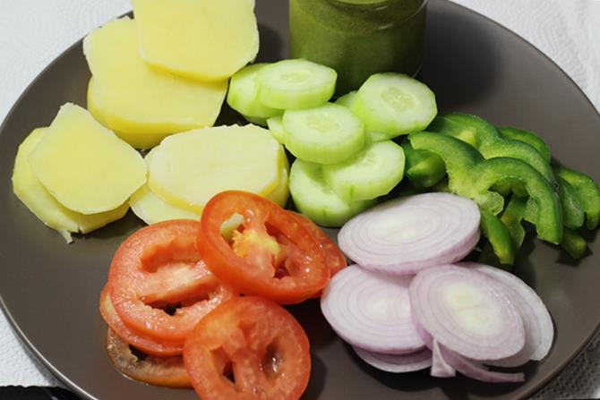 slice veggies to make veg grilled sandwich recipe