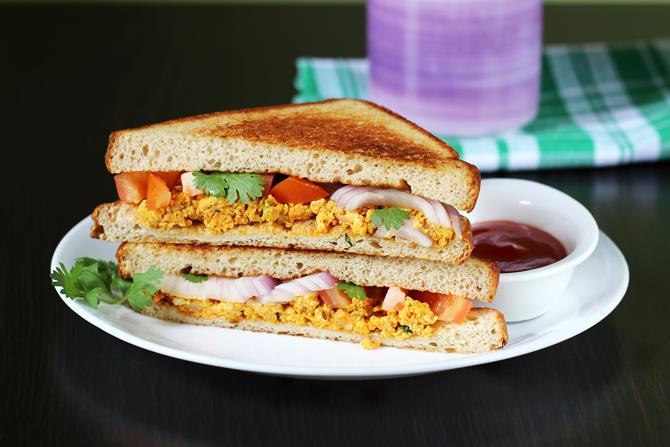 paneer bhurji sandwich on tawa