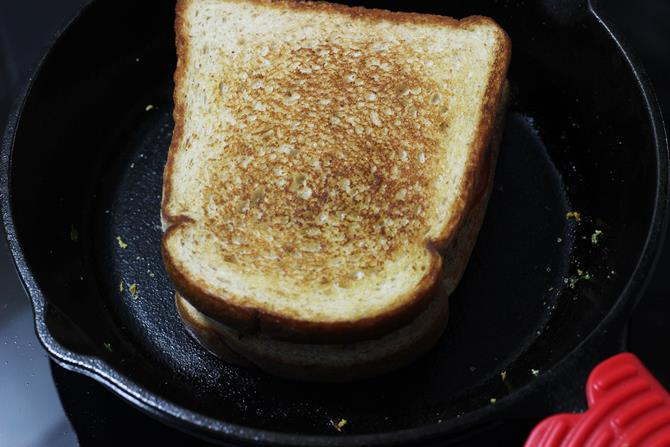 toasting paneer bhurji sandwich
