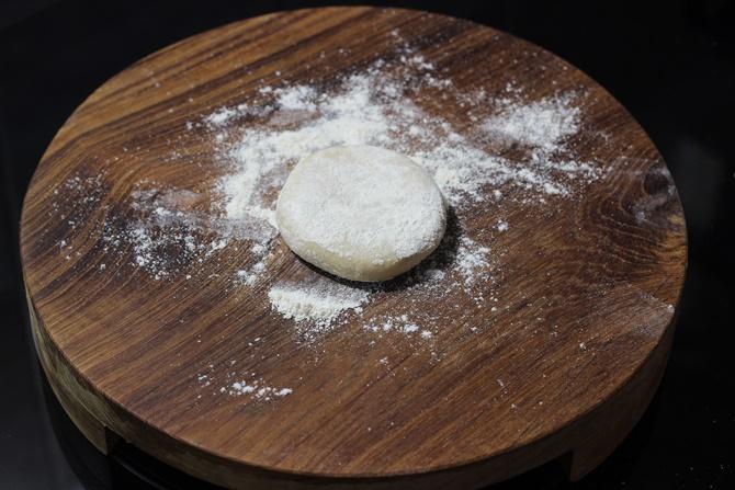Dust little flour