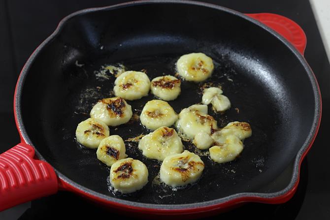 caramelized banana for eggless banana pancakes recipe