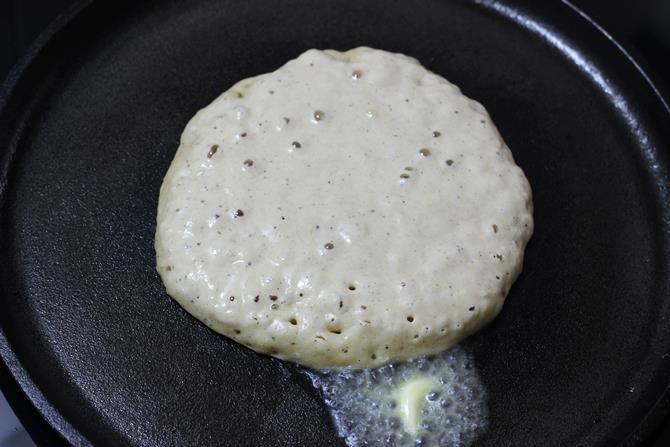 making eggless pancakes