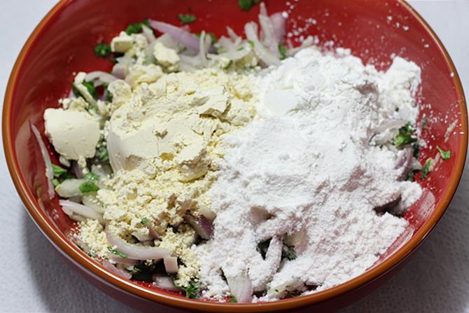 addition of flours to make onion pakora