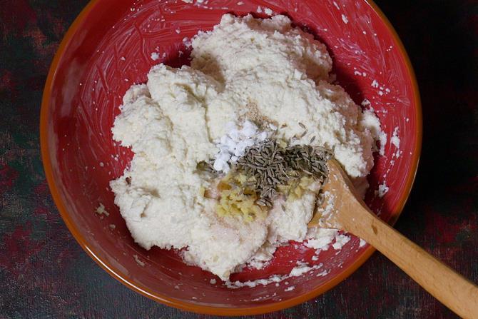 spices to make semolina vada