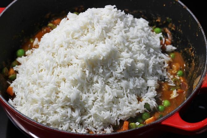 add rice to make tomato biryani