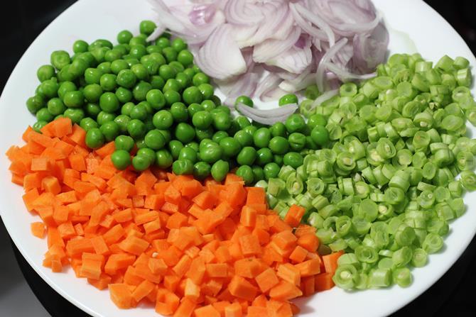 veggies-for-tomato-biryani