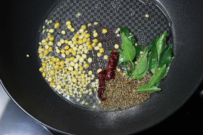tempering ingredients to make vendakkai poriyal recipe