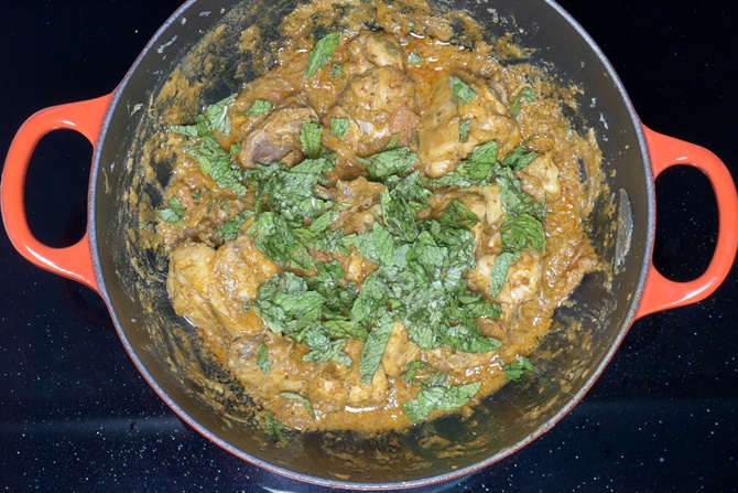 Add mint and coriander leaves