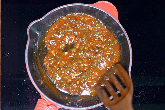 Pour water to make manchurian sauce