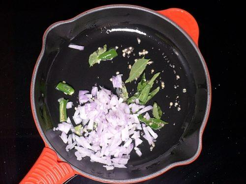 adding chopped onions for bread upma