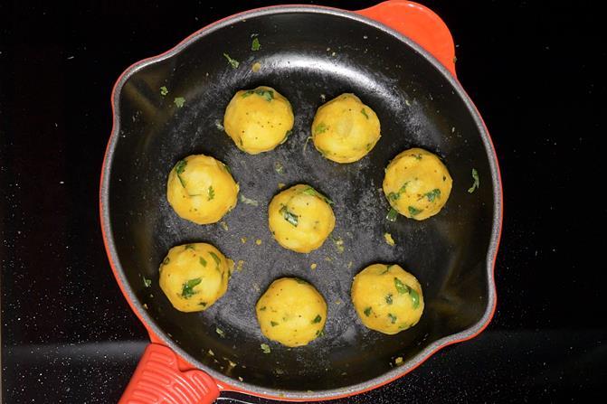 making batata vada balls