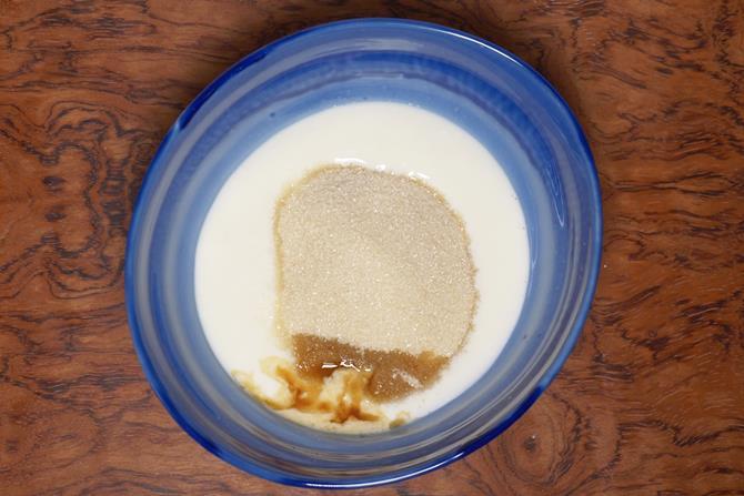 add sugar to curd to make eggless sponge cake