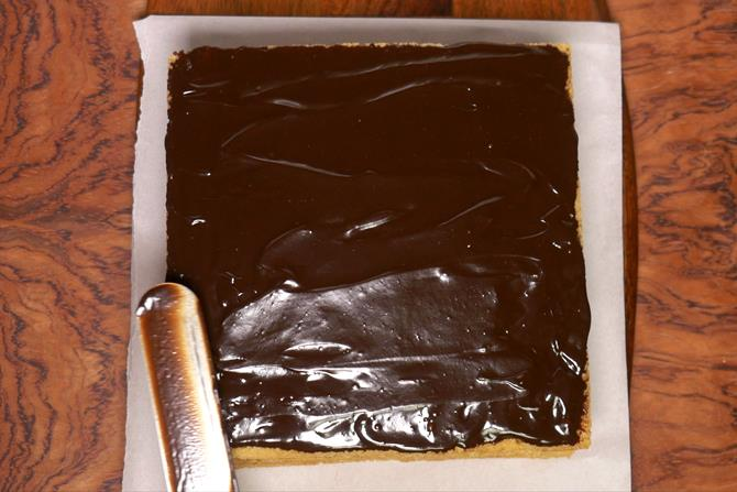 spread chocolate over eggless sponge cake