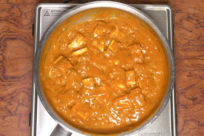 cooked paneer in do pyaza gravy
