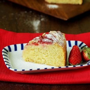 Eggless Strawberry cake recipe | How to make eggless strawberry cake