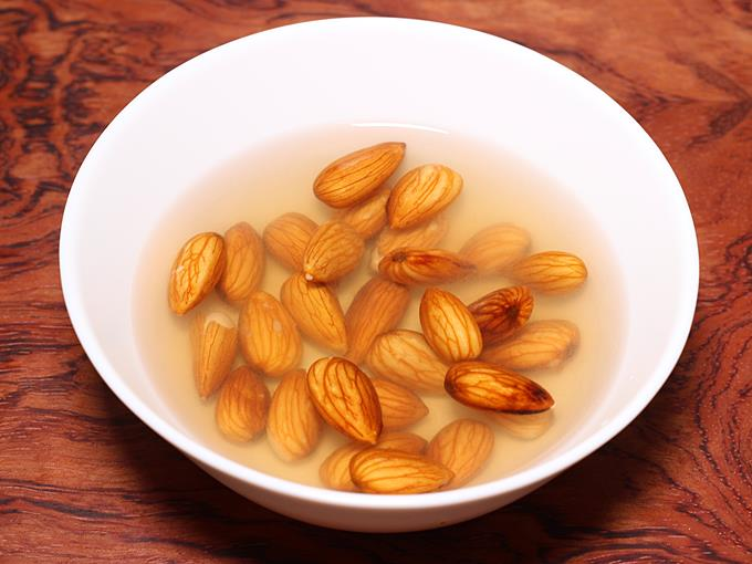 soaking almonds for banana shake