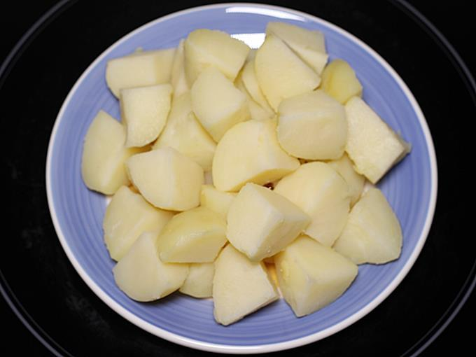 cube potatoes to make jeera aloo