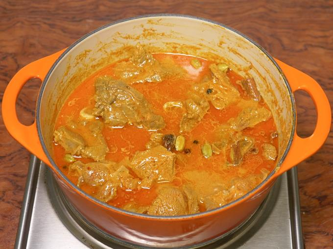 slow cooking mutton korma