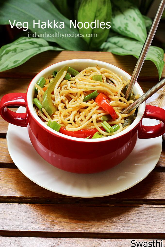 Hakka noodles made in restaurant style. Delicious, aromatic and easy veg hakka noodles. #hakkanoodles #noodles #noodlesrecipe #vegnoodles #veghakkanoodles
