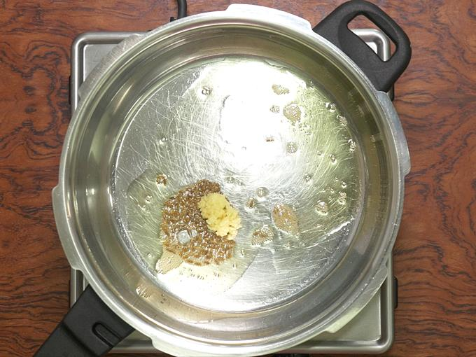 sauteing ginger for khichdi recipe