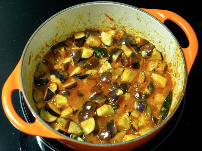 water to make brinjal curry