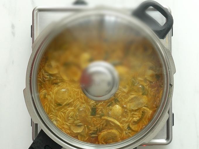 cover and cook mushroom biryani