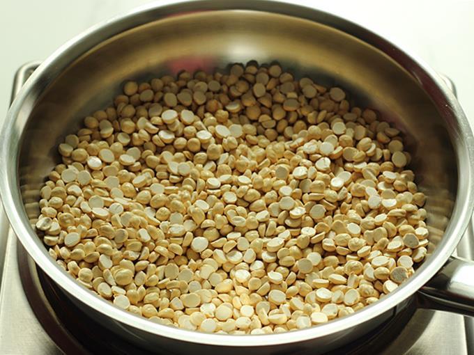 Dry roast the fried gram