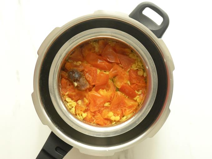 cooked tomato dal