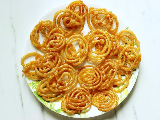 remove Jalebi from sugar syrup and spread on a plate