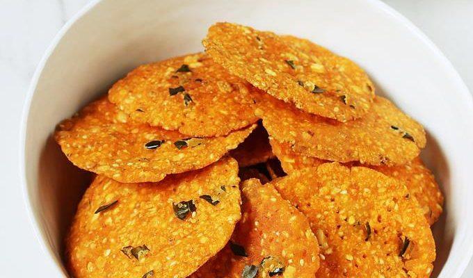 Nippattu recipe | Karnataka style crispy nippattu