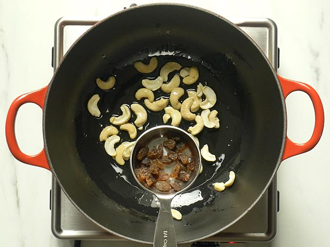 adding raisins to make vermicelli payasam