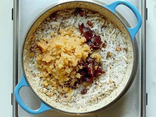 mixing nuts antu dates to make antina unde