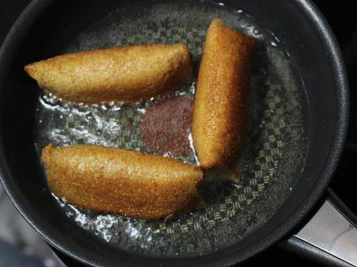 shallow frying bread roll