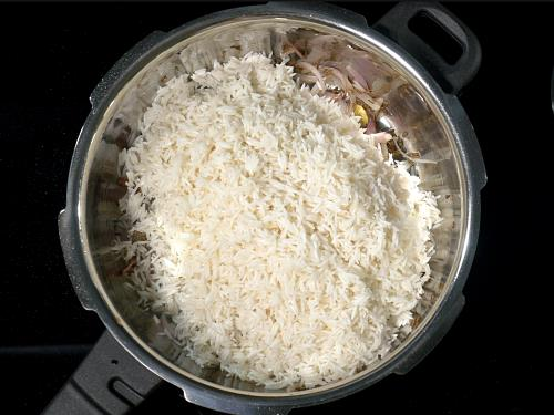 adding basmati rice to make jeera rice