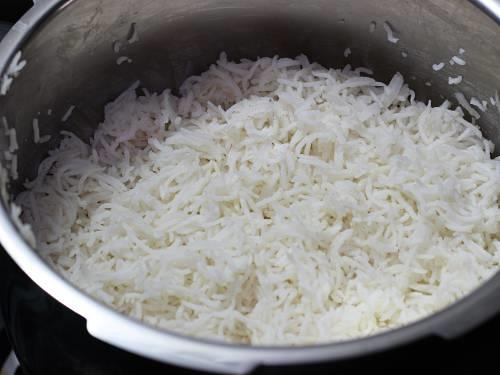 pressure cooked rice cooling to make jeera rice