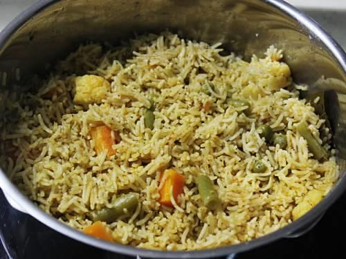 fluffy non-sticky one pot restaurant style vegetable biryani