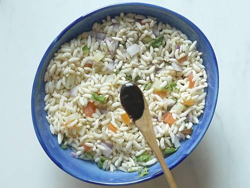 adding tamarind chutney to bhel puri