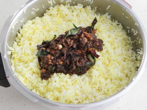 adding pulihora mix with rice