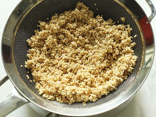 rinsing quinoa for upma