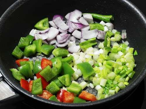 frying veggies for chilli paneer
