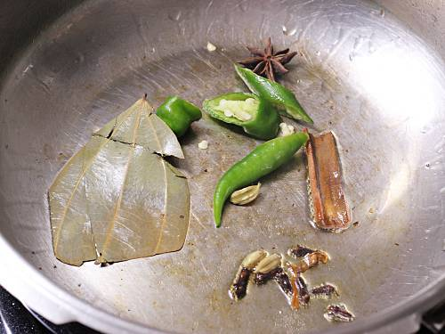frying spices for ghee rice
