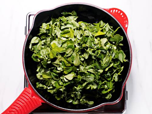 frying methi leaves