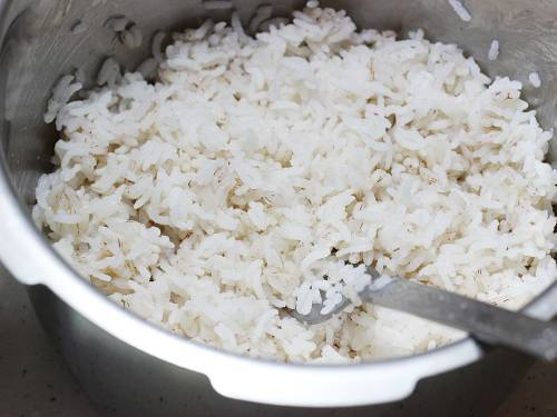 fluffing up and cooling rice to make thayir sadam recipe