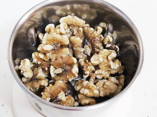 walnuts in a blender jar