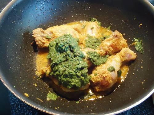 adding green masala to make green chicken