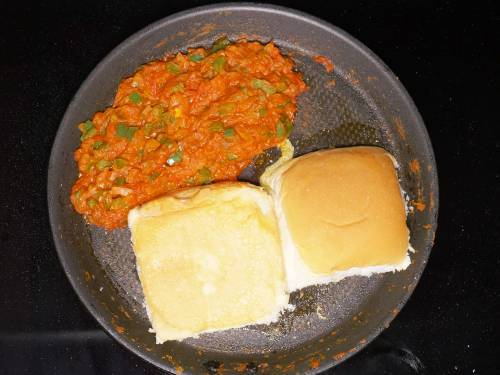 frying bread on a tawa