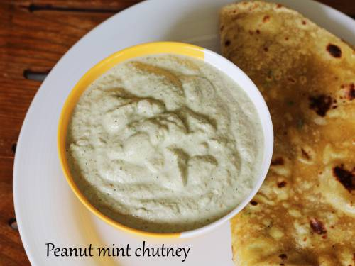 peanut chutney with mint leaves