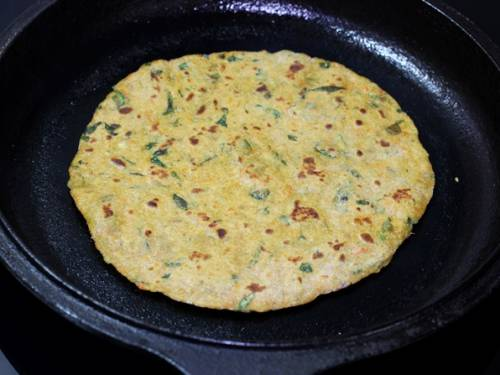 toasting mix veg paratha on a griddle