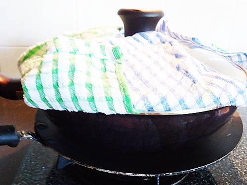 dum cooking paneer biryani on tawa